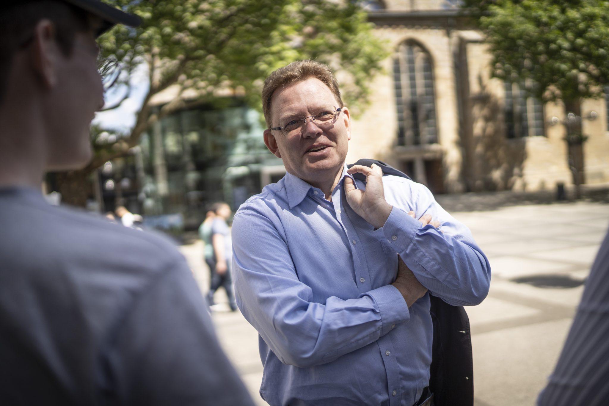 Andreas Hollstein wurde 1963 in Altena geboren und war zwischen 1999 und 2020 Bürgermeister der Kleinstadt in Westfalen. Foto: Dominik Butzmann