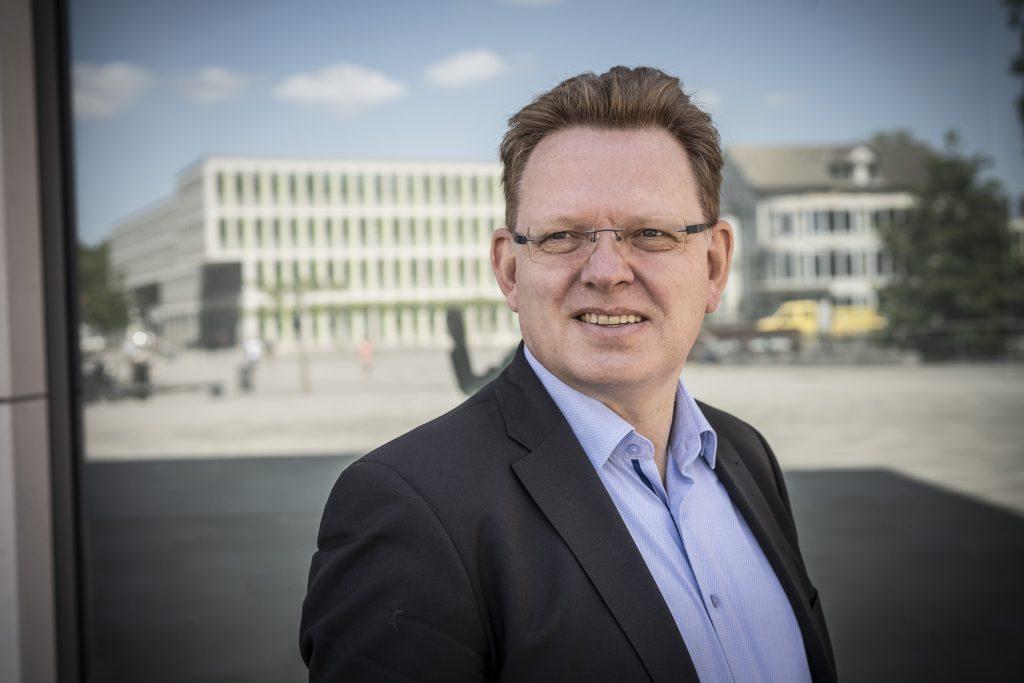 Im November 2017 greift ein Mann Andreas Hollstein, den damaligen Bürgermeister von Altena, mit einem Messer an. Foto: Dominik Butzmann