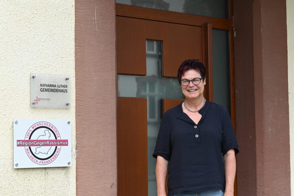 Britta Holk war schnell am Tatort, voller Sorge um ihre Tochter. Foto: Christoph Klemp