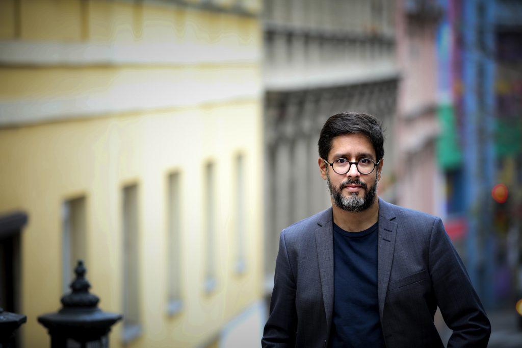 Autor Hasnain Kazim: Wir müssen Hass und Hetze im Netz entgegentreten. Foto: Peter Rigaud