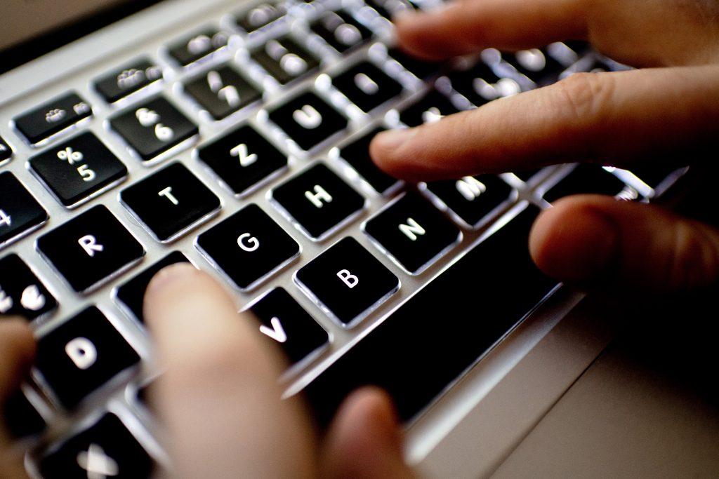 Das Internet wird zur Kloake. Foto: Hauke DIttrich