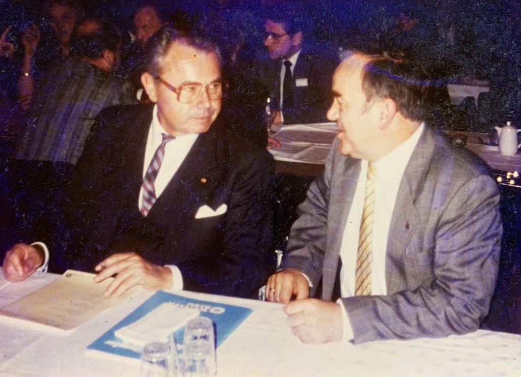 Vereinsgründer Eduard Zimmermann und Hans A. Möller im Gespräch ∙ Foto: Privat