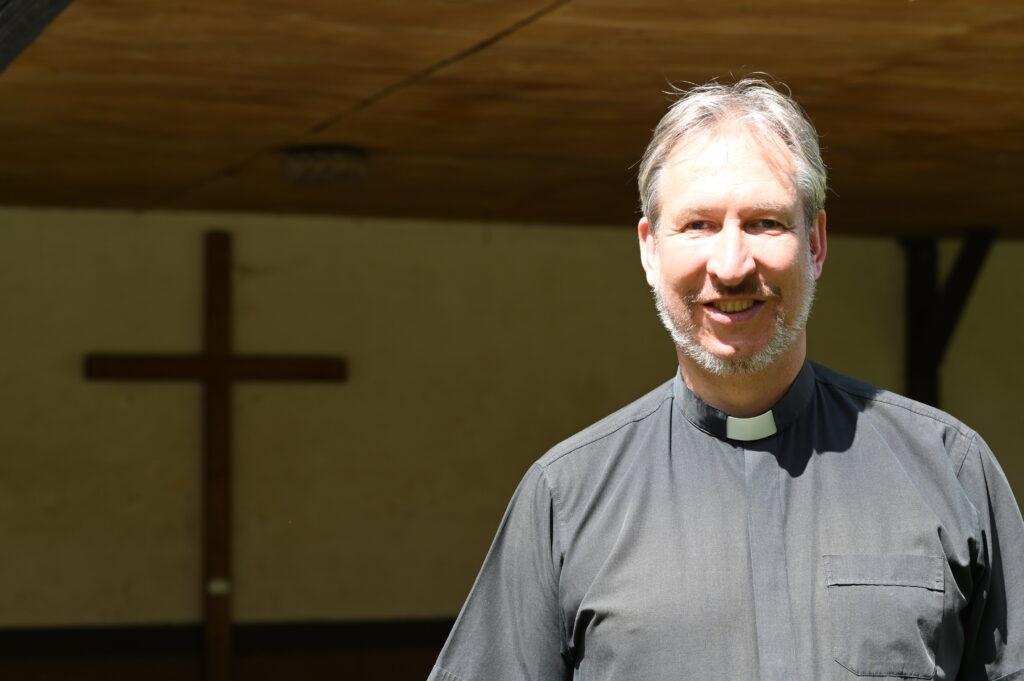 Viele berichten Pfarrer Martin Fischer von schlaflosen Nächten und Albträumen. Foto: Christoph Klemp