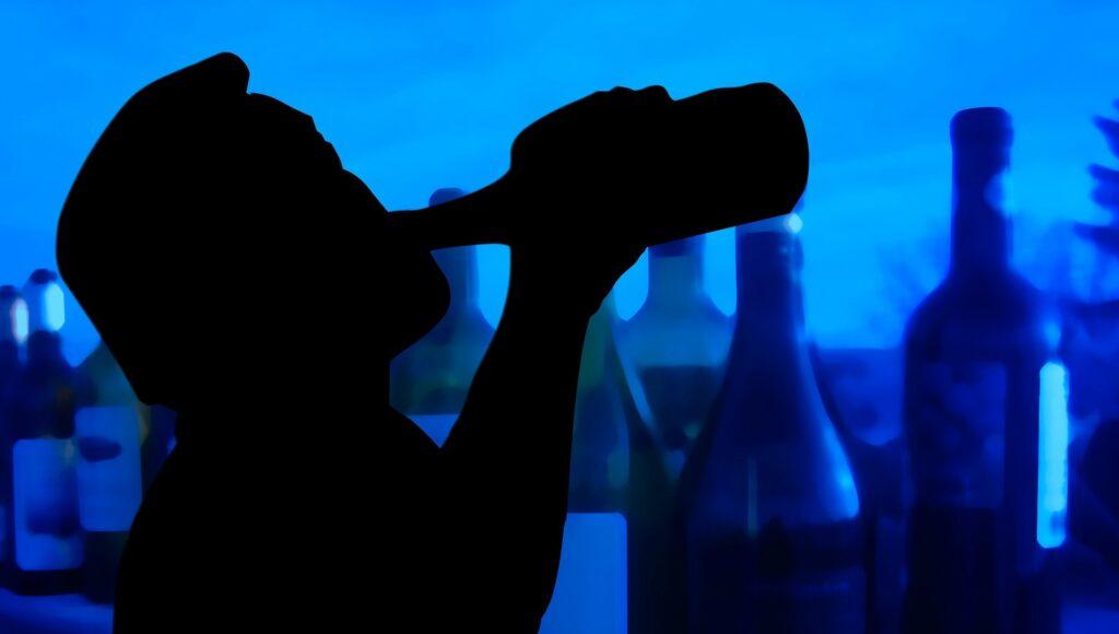Alkohol spielte im Leben des Täters von Beginn an eine bestimmende Rolle, auch als er selber noch nicht getrunken hat. ∙ Foto: Gerd Altmann / Pixabay